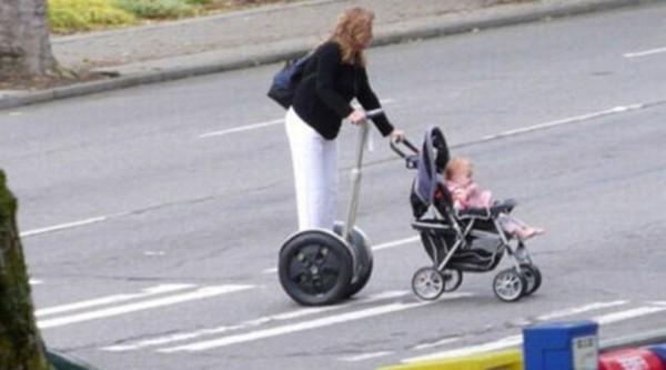 Umursamaz Anne ile Babanın Eline Düşen Çocuklar