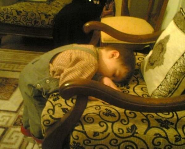 Olmadık Yerde Uyuyan 18 Sevimli Çocuk