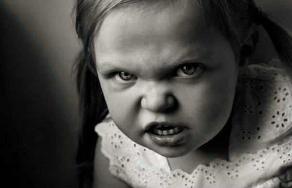 Kızgın Bakışlı 17 Sevimli Çocuk