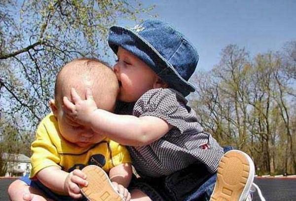 Çocukların Arkadaşlarıyla Çektirdiği 17 Güzel Fotoğraf